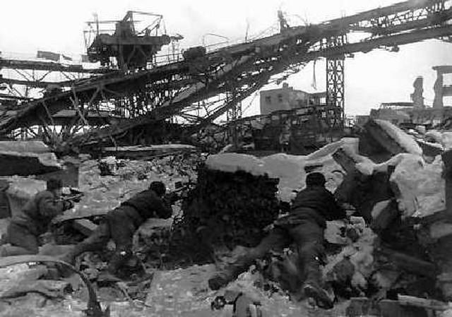 Sovjetski vojnici u fabrici Crveni oktobar