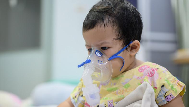 Dziecko ma nebulizację, infekcja