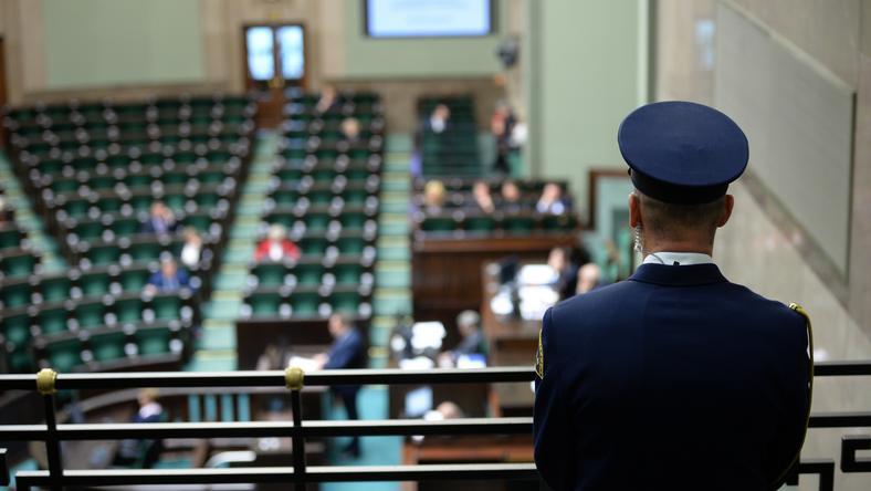 Za ustawą głosowało 259 posłów, przeciw było 163, od głosu wstrzymało się czterech posłów