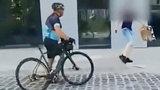 Rowerzysta podjechał do dzieci w Gdańsku. Po chwili brutalnie zaatakował