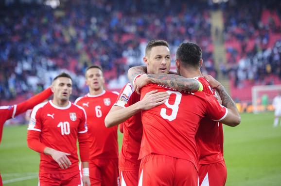 Slavlje fudbalera Srbije posle trijumfa nad Crnom Gorom