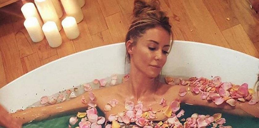 Nagie gwiazdy lansują się w kąpieli. ZDJĘCIA