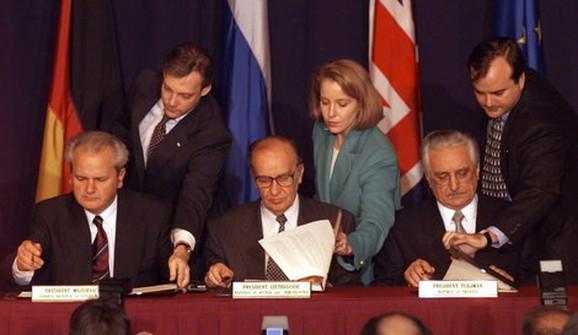 Trenutak potpisivanja Dejtonskog sporazuma