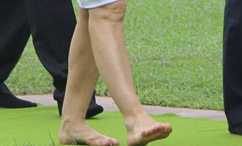 Żona Tuska chodzi bez butów!