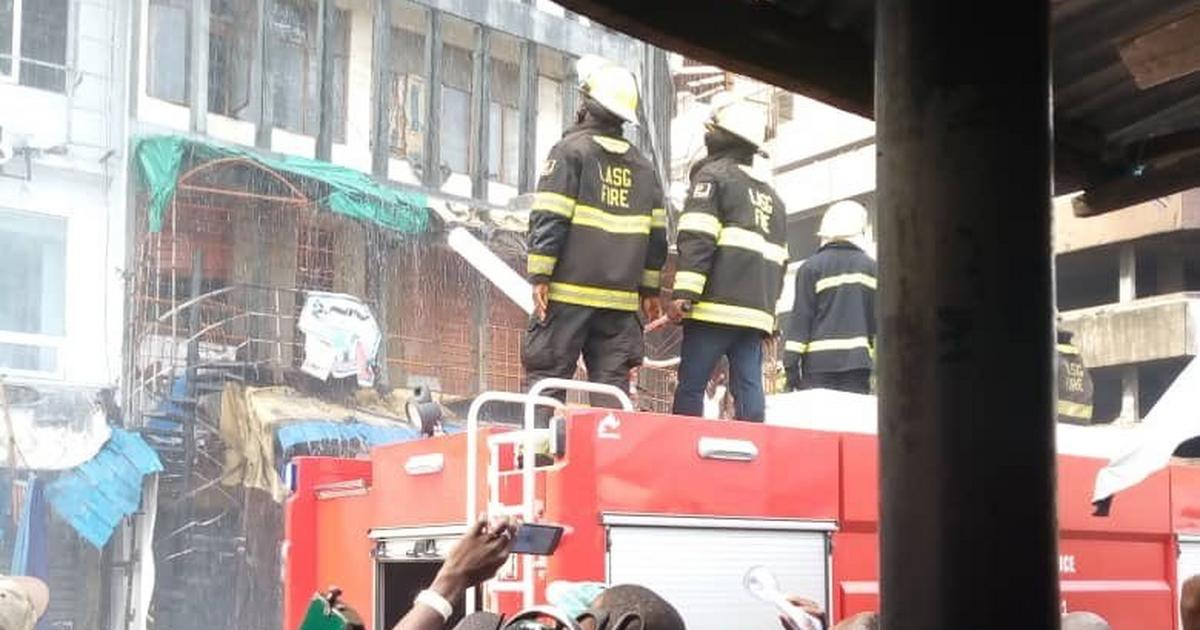 Policeman dies as 2 multi-storey buildings gutted by fire in Lagos Island - Pulse Nigeria