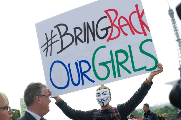 Uczestnik demonstracji domagający się uwolnienia porwanych przez Boko Haram uczennic