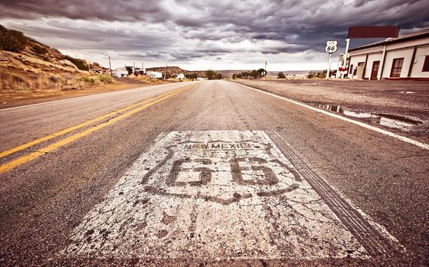 Słynna Route 66, łącząca Chicago (Illinois) z Santa Monica (California).