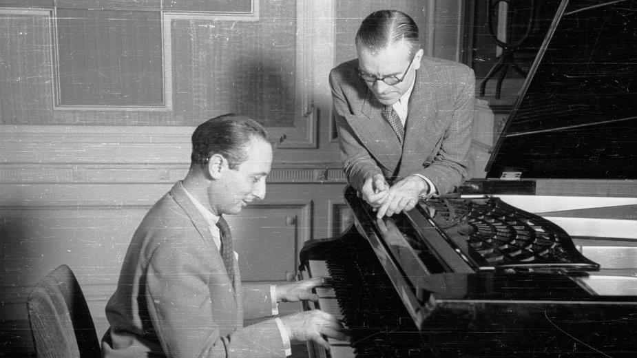 Władysław Szpilman i naczelnik Wydziału Muzycznego Polskiego Radia Roman Jasiński - 1946 r.