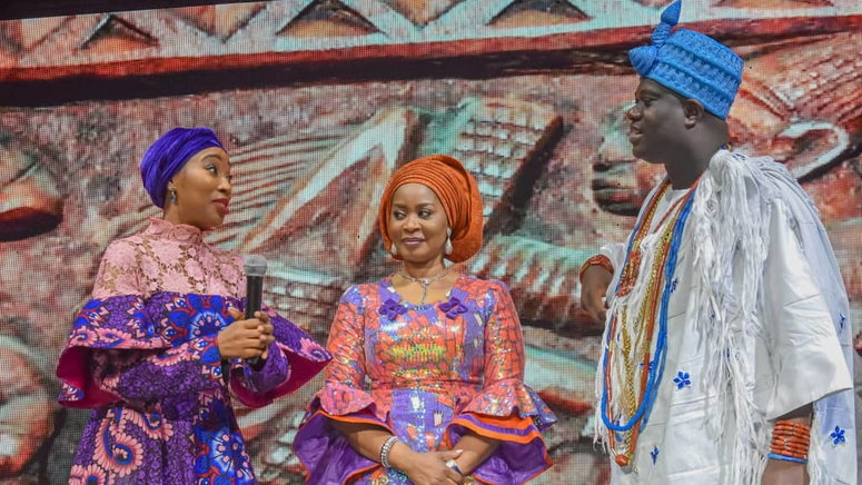 The Ooni of Ife, Oba Adeyeye Ogunwusi, discussing issues relating to women development with Mrs Olufunsho Amosun and Princes Ronke Ademiluyi. [NAN]