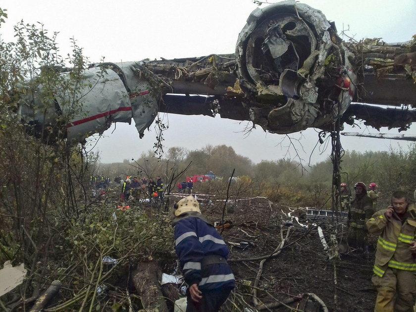 Five dead as An-12 military aircraft crash-landing in Lviv region