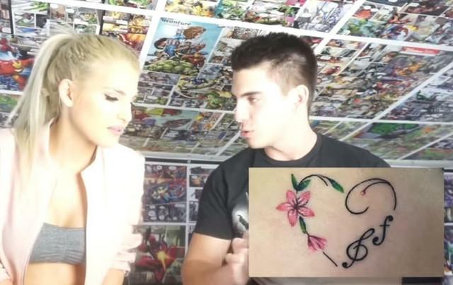 Sara Reljić radi tetovažu