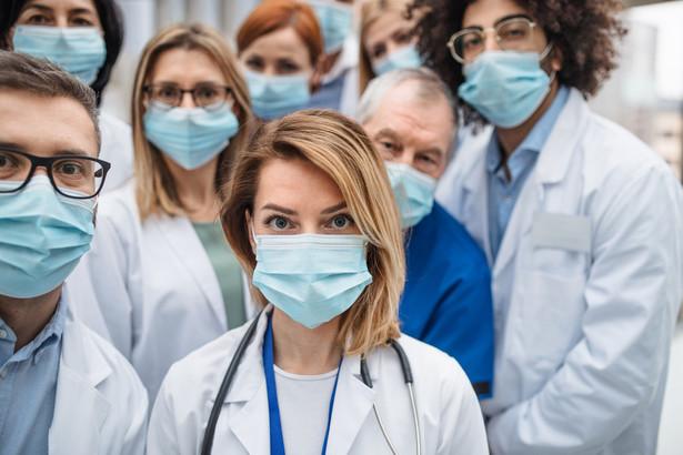 Wiceprezydent Pracodawców RP Andrzej Mądrala i prezes Polskiej Federacji Szpitali Jarosław Fedorowski wskazali w apelu, że nie jest możliwe wypracowanie konsensusu bez udziału strony pracodawców.