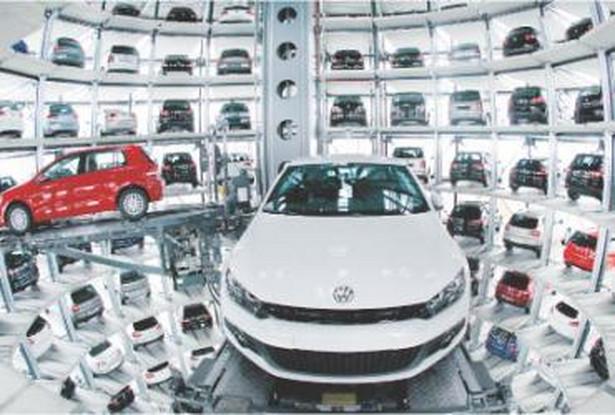 Umocnienie złotego zachęciło Polaków do kupowania samochodów u niemieckich dealerów Fot. Bloomberg