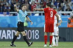 """ZAVIO """"ORLOVE"""" U CRNO, RASPLAKAO RONALDA Sudija Feliks Brih REŽIRAO jedan od najbizarnijih golova SVIH VREMENA!"""
