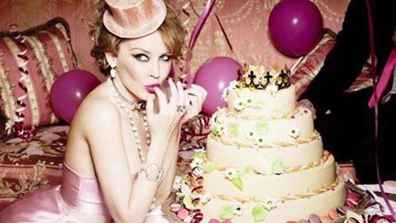 W cukierkowej sesji Kylie Minogue reklamuje biżuterię