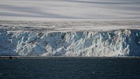 Ogromna góra lodowa odrywa się od Antarktydy