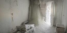 Siarczyste mrozy w Rosji. Mieszkania pokryte śniegiem i lodem