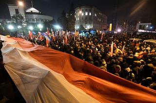 Setki ludzi protestują pod Sejmem w Warszawie i w kilku miastach w kraju