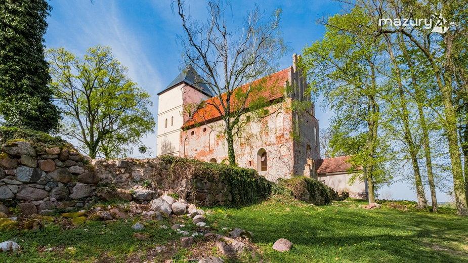 Kościół w Bezławkach na Mazurach.
