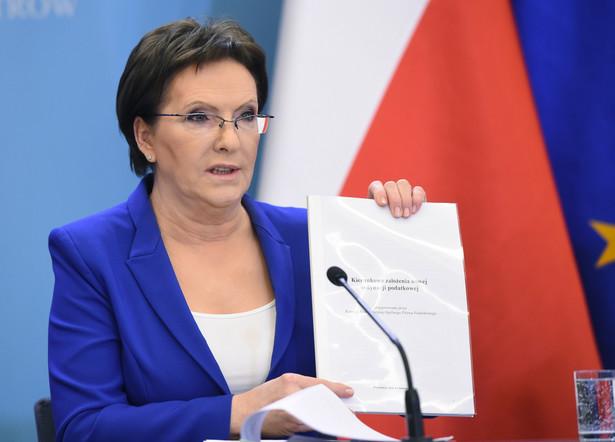 Premier Ewa Kopacz podczas konferencji prasowej po posiedzeniu rządu