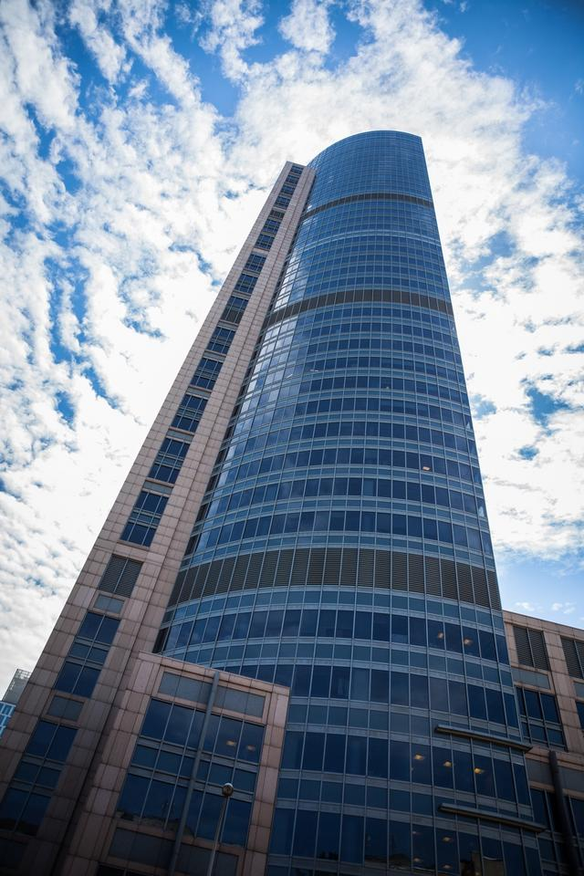 4. Warsaw Trade Tower mierzy 208 m.