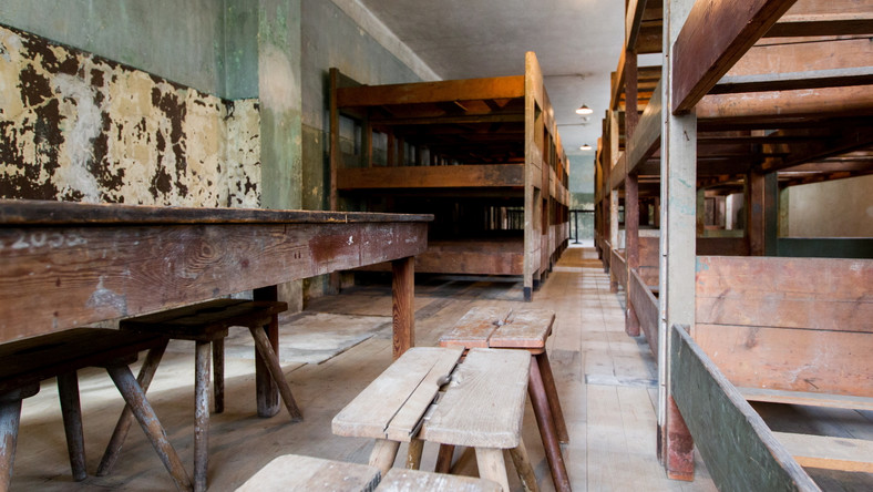 """Pierwszy z dwóch """"bloków rezerwatowych"""" w Muzeum Auschwitz, których wnętrze zachowało się niemal w nienaruszonym stanie od wyzwolenia niemieckiego obozu w styczniu 1945 r., można już zwiedzać – powiedział PAP rzecznik placówki Bartosz Bartyzel."""