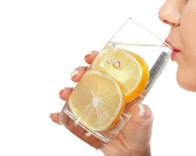 Topla voda s limunom neka postane vaša svakodnevna navika