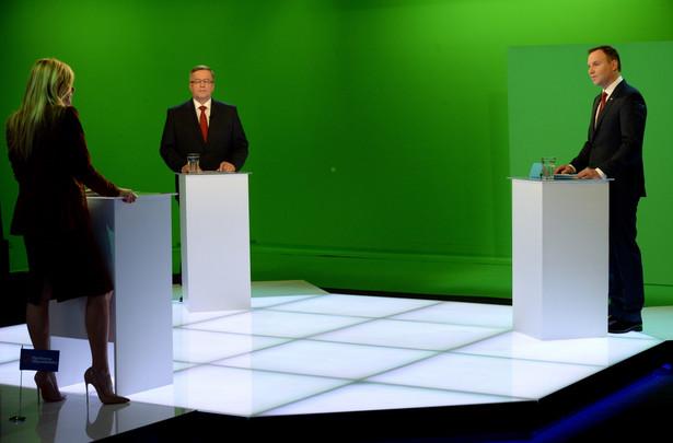 Andrzej Duda i Bronisław Komorowski podczas debaty w wirtualnym studiu TVN w Warszawie