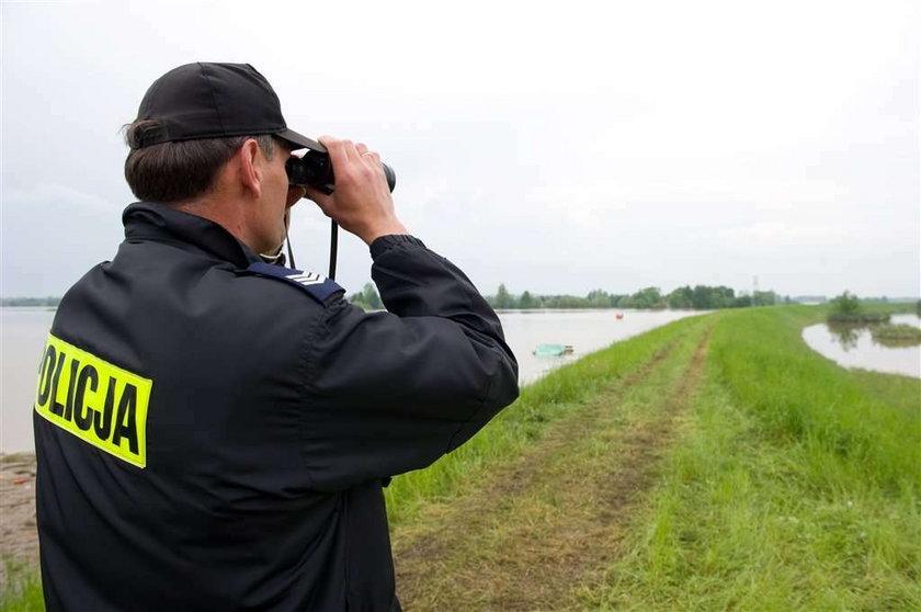 Saperzy wysadzili fragment wału w miejscowości Wola Rogowska w gminie Wietrzychowice (Małopolska). Dzięki temu woda z okolicznych pól ma z powrotem do Wisły