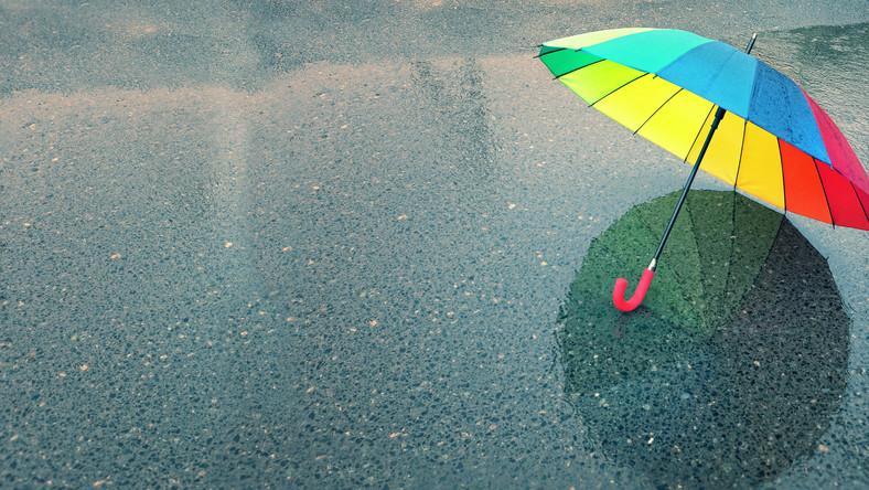 Słabe opady deszczu bądź mżawki