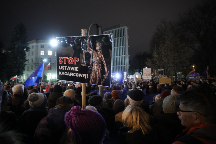 Domagają się obcięcia Polsce dotacji UE. Chodzi o ustawę PiS