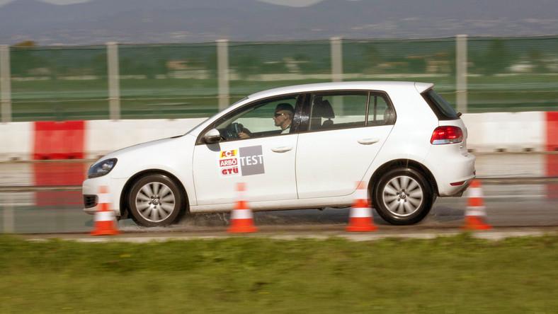 """Co sezon przeprowadza się nawet kilkanaście testów. Organizują je zarówno profesjonalne stowarzyszenia motoryzacyjne takie jak ADAC czy ACE/GTÜ, jak i redakcje specjalistycznych czasopism o motoryzacji - """"Auto Bild"""", """"Auto Motor und Sport"""", """"Auto Zeitung"""", """"Sport Auto"""" i """"Gute Fahrt"""". Oto, jak przebiegało siedem niezależnych od siebie testów..."""