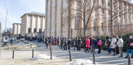 Gigantyczne kolejki do galerii i muzeów. Ludzie stoją na siarczystym mrozie, bo są żądni kultury
