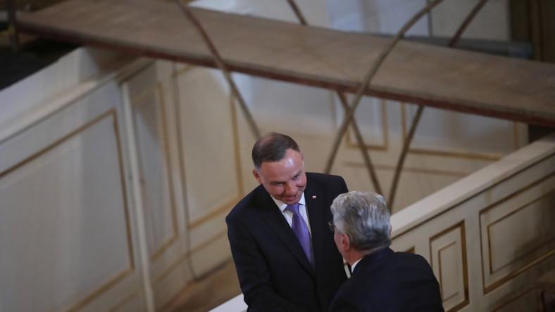 Prezydent Andrzej Duda podczas uroczystości wręczenia nagrody im. Świętego Wojciecha Joachimowi Gauckowi