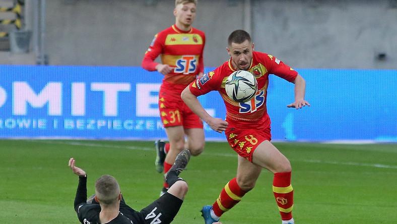 Piłkarz Jagiellonii Białystok Przemysław Mystkowski (P) i Dawid Szymonowicz (L) z Cracovii podczas meczu Ekstraklasy