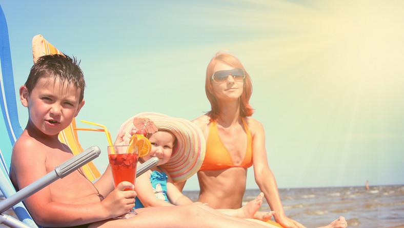 Dziecko, które przebywa na słońcu, potrzebuje mocnej ochrony