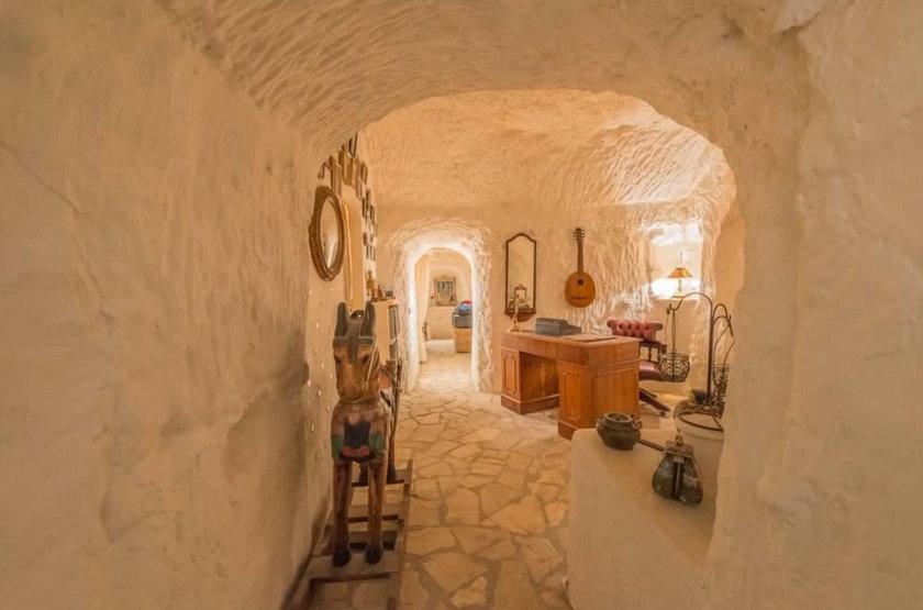 Domek w jaskini