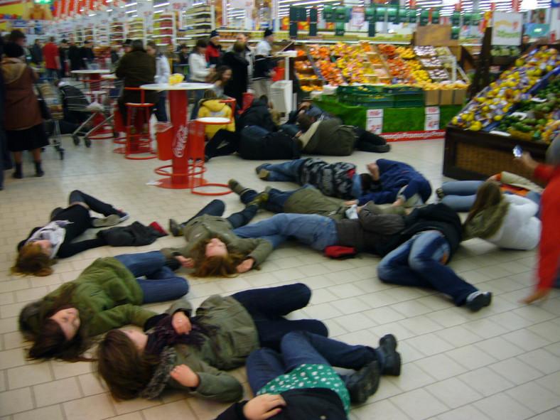 300 zł mandatu za flashmob w supermarkecie