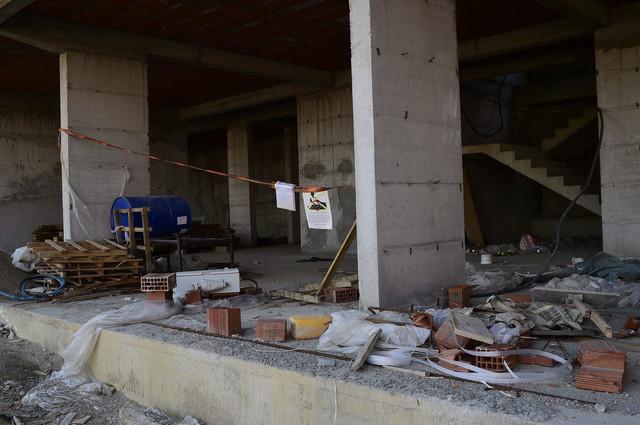 Potpuno napušteno gradilište