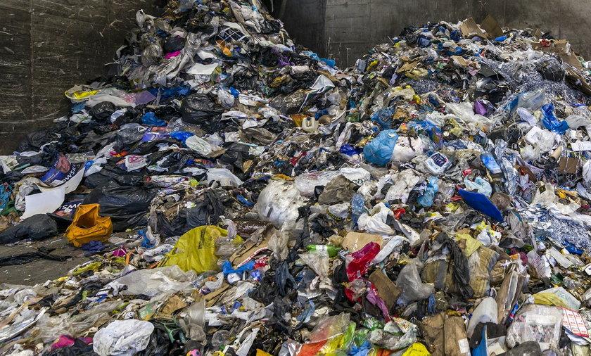 Plastikowe śmieci z Wielkiej Brytanii trafiają do Polski.