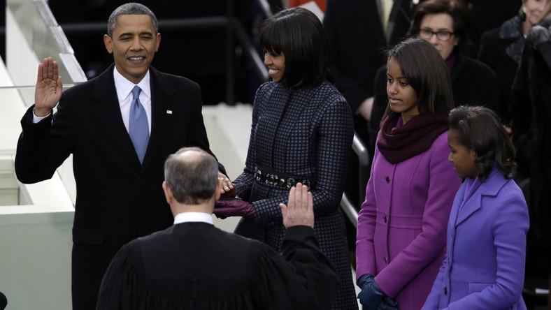 Podczas ceremonii na schodach waszyngtońskiego Kapitolu amerykański prezydent wygłosił tekst przysięgi. W tym roku Barack Obama przysięgał na dwa egzemplarze Biblii - należące w przeszłości do Abrahama Lincolna i Martina Luthera Kinga