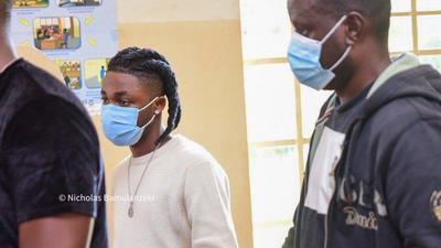 Nigerian singers Omah Lay and Tems charged to court in Uganda for disobeying COVID-19 protocols