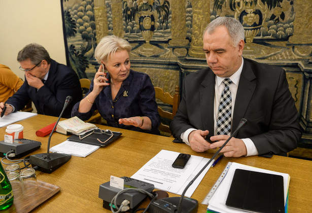 """""""Szczególnie boli nas - to jest dla nas wielkim wyzwaniem - że takiego upamiętnienia z prawdziwego zdarzenia nie ma w stolicy naszego kraju, w Warszawie"""" - wskazał poseł PiS"""