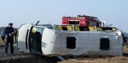 Wypadek busa z młodzieżą. 16 rannych