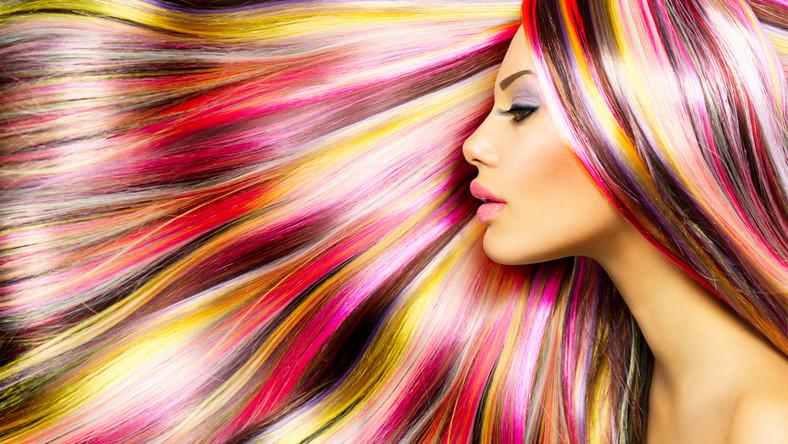 Długie kolorowe włosy