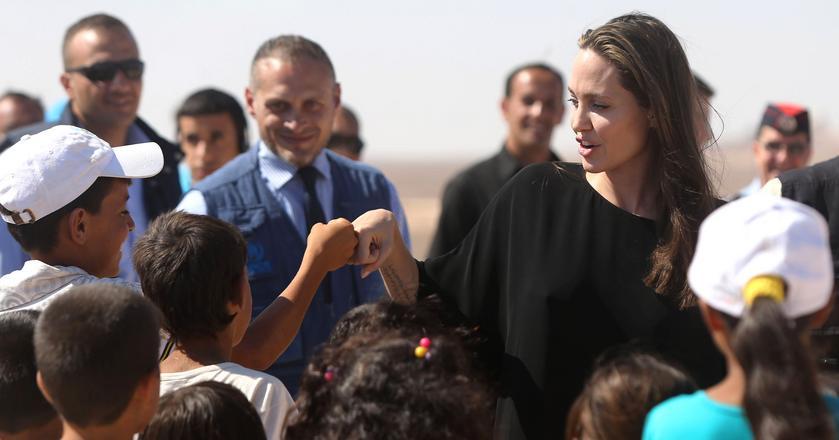 Aktorka Angelina Jolie poznała wiele kultur podczas swoich podróży