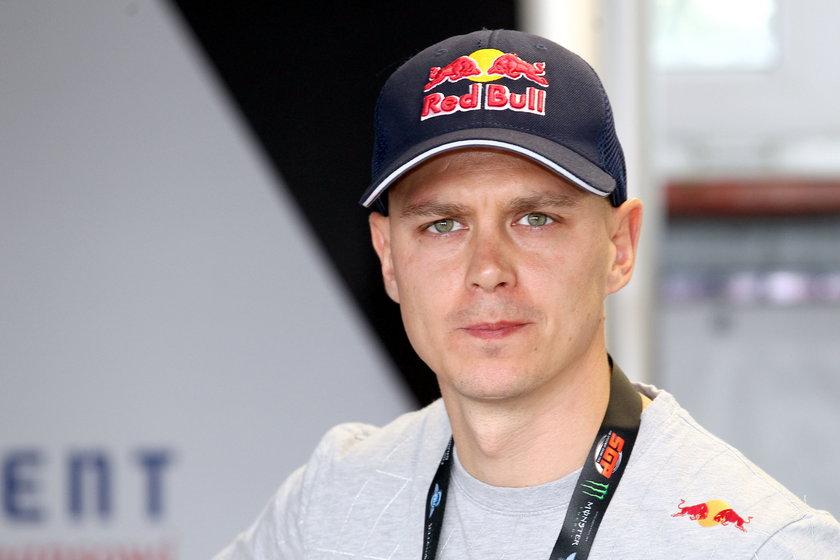 Jarosław Hampel sypnie forsą