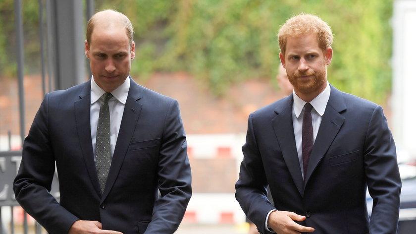 Czy William i Harry podają sobie ręce? Zwaśnionych braci czeka spotkanie