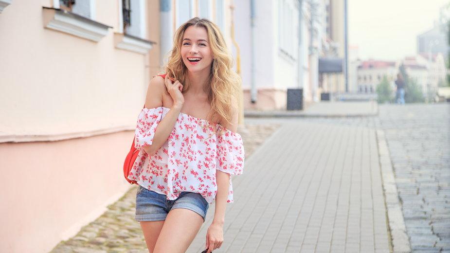 Jeansowe ubrania na lato