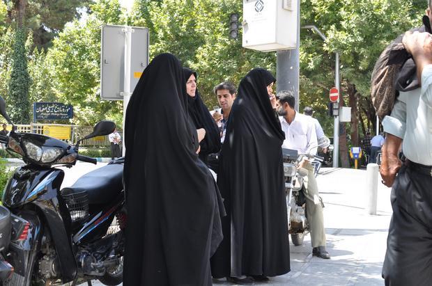 abaya burka niqab diese kopftuch arten gibt es im islam. Black Bedroom Furniture Sets. Home Design Ideas
